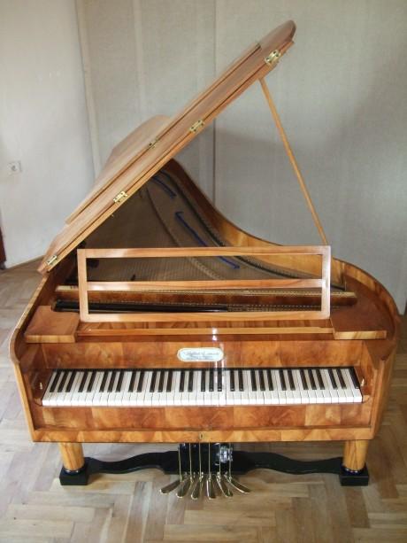 Šestipedálový klavír